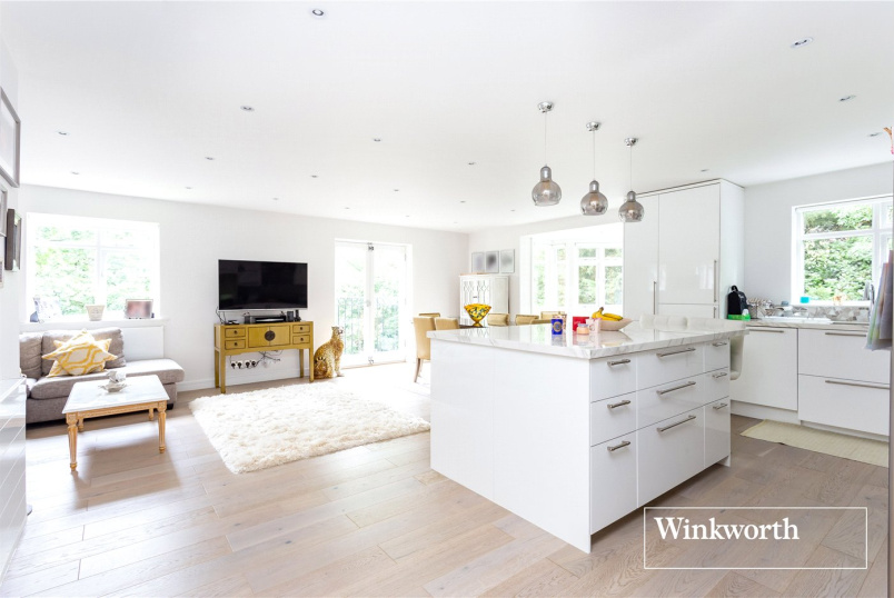 Flat/apartment for sale in  - Riverside Gardens, Finchley, London, N3