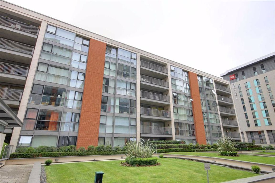 1 bedroom property to let in Baltic Apartments, Docklands ...