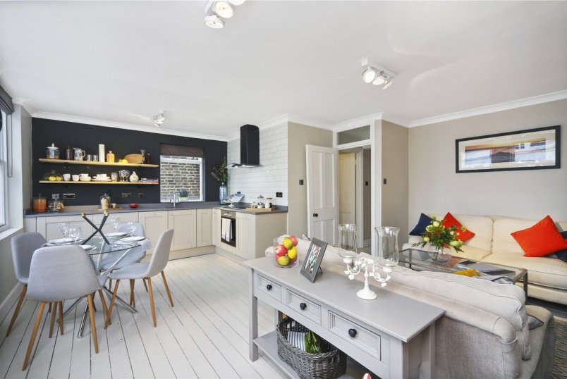 Flat/apartment for sale in Notting Hill - St. Lukes Road, London, W11