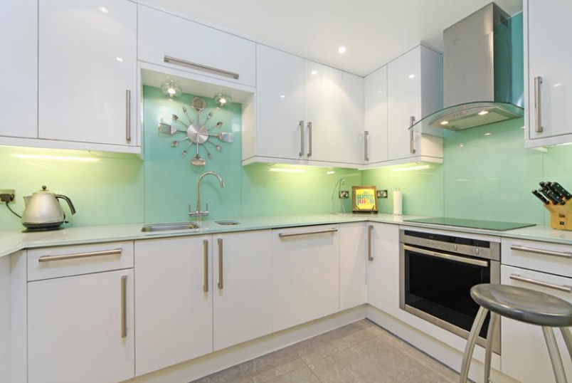 Flat/apartment to rent in Chiswick - Old Chiswick Yard, Pumping Station Road, Chiswick, W4