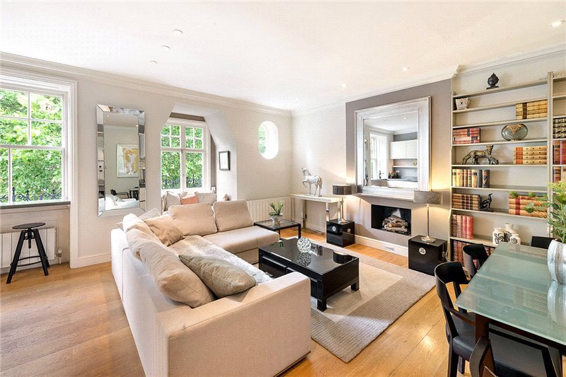 Maisonette for sale in South Kensington - Evelyn Gardens, London, SW7