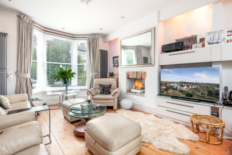 House for sale in Highgate - Cromwell Avenue, London, N6