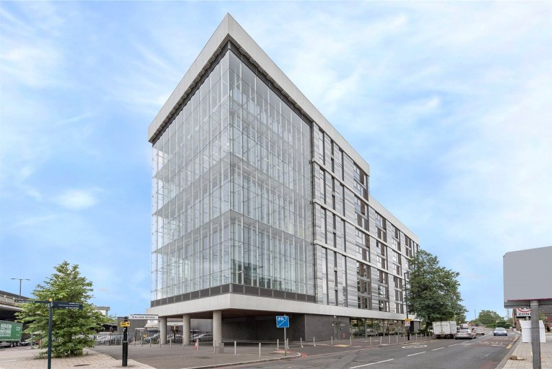 Flat/apartment for sale in Brentford & Isleworth - Westgate House, Great West Quarter, TW8