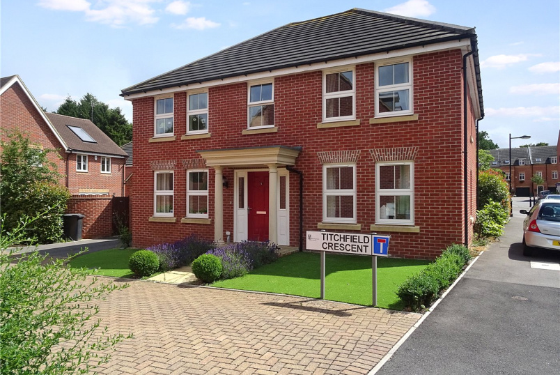 House to rent in Basingstoke - Titchfield Crescent, Sherfield-On-Loddon, Hook, RG27