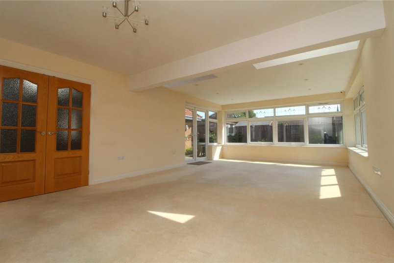 Bungalow for sale in Newark - Wesley Close, Balderton, Newark, NG24
