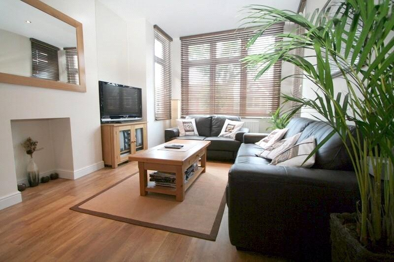 Flat/apartment to rent in Ealing & Acton - Chatsworth Gardens, Acton, W3