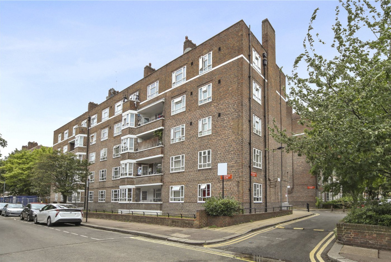 Flat/apartment for sale in Shepherds Bush & Acton - Mackenzie Close, London, W12