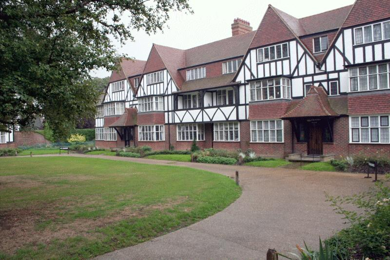 Flat/apartment to rent in Ealing & Acton - Thanet Court, Queens Drive, London, W3