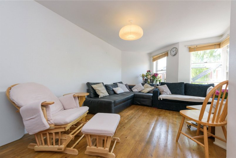 Flat/apartment to rent in Kensal Rise & Queen's Park - Petrie Close, Exeter Road, London, NW2