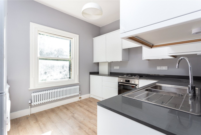 Maisonette to rent in Crystal Palace - Gatestone Road, London, SE19