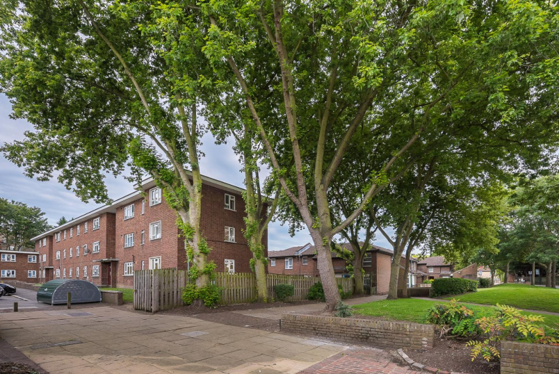 Flat to rent in Clapham - RASHLEIGH COURT, PEARDON STREET,SW8