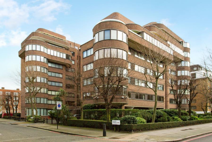 Flat to rent in St Johns Wood - THE TERRACES, QUEENS TERRACE, NW8 6DF