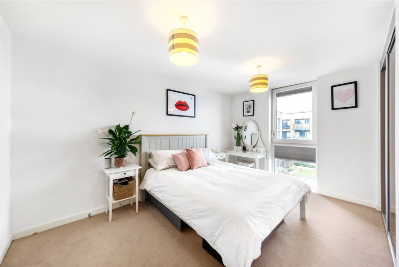 Flat/apartment for sale in Brentford & Isleworth - Myrtle Court, Baltic Avenue, Brentford, TW8