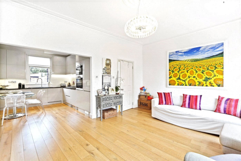 Maisonette to rent in  - New Kings Road, London, SW6