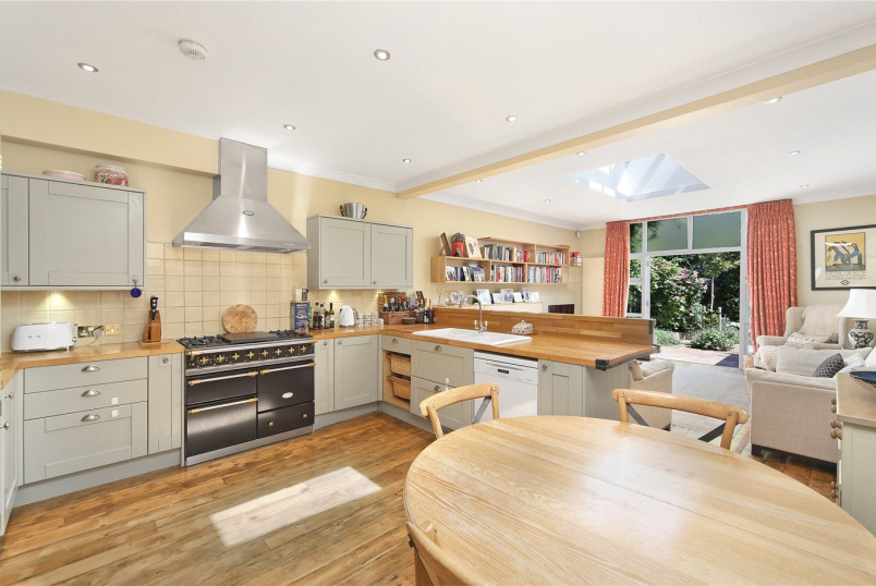 Flat/apartment for sale in Hammersmith - Bradmore Park Road, Brackenbury Village, W6