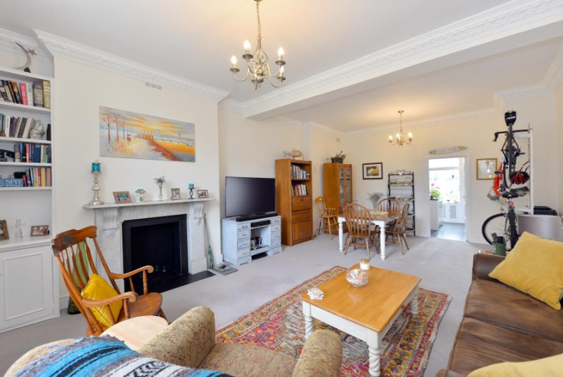 Apartment for sale in St Johns Wood - HAMILTON TERRACE, LONDON NW8 9UJ