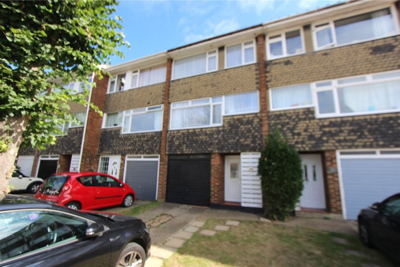 House to rent in  - Barnard Road, Leigh-on-Sea, Essex, SS9