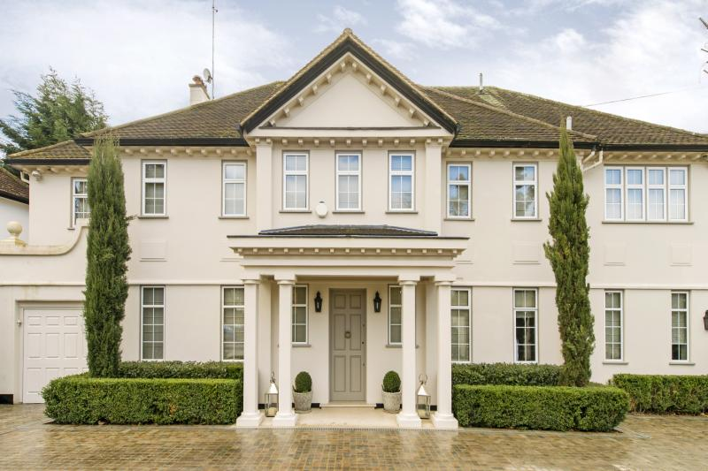 House for sale in Barnes - Roedean Crescent, London, SW15