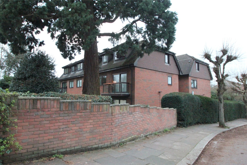 Flat/apartment to rent in Finchley - Orchard Lodge, 31 Woodside Grove, London, N12