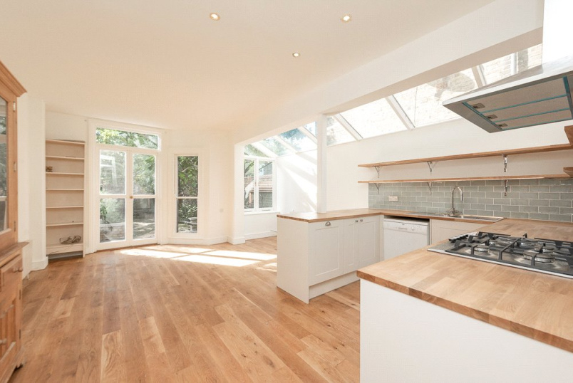 House to rent in Kensal Rise & Queen's Park - Ashburnham Road, London, NW10