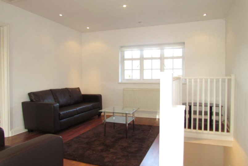 Flat/apartment to rent in Finchley - Neale Close, Hampstead Garden Suburb, N2