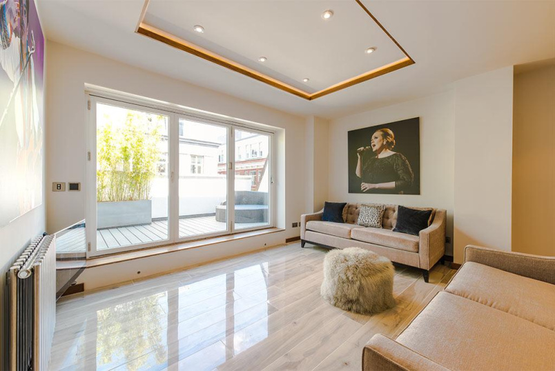 Flat/apartment to rent in West End - Upper John Street, Soho, W1F