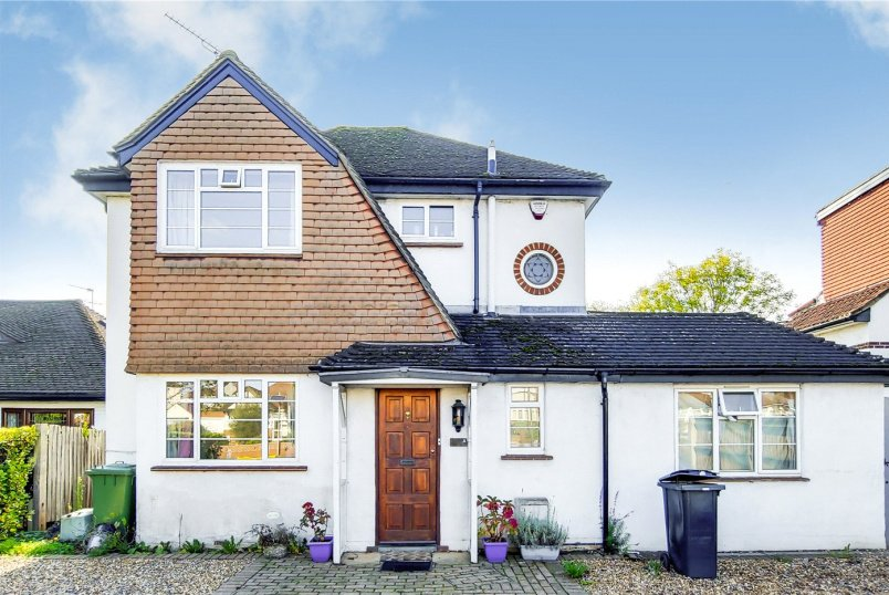 House for sale in Surbiton - Kingston Road, Epsom, Surrey, KT19