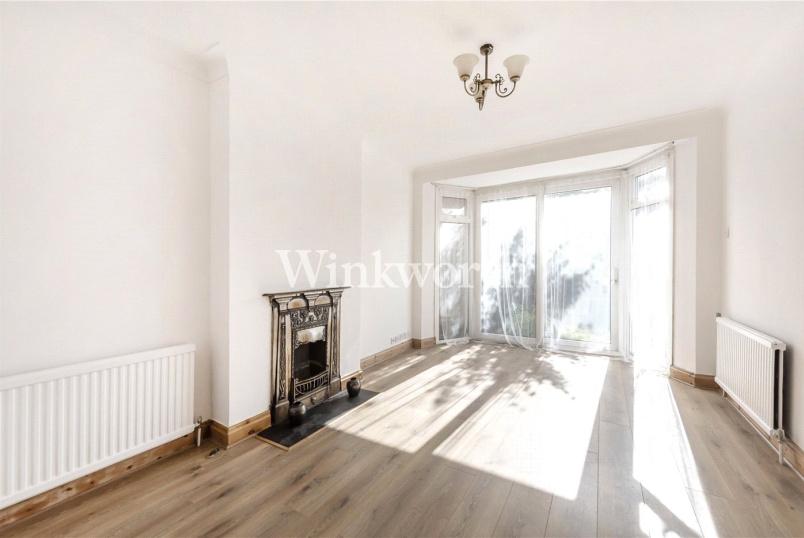 House to rent in Golders Green - Chiltern Gardens, London, NW2