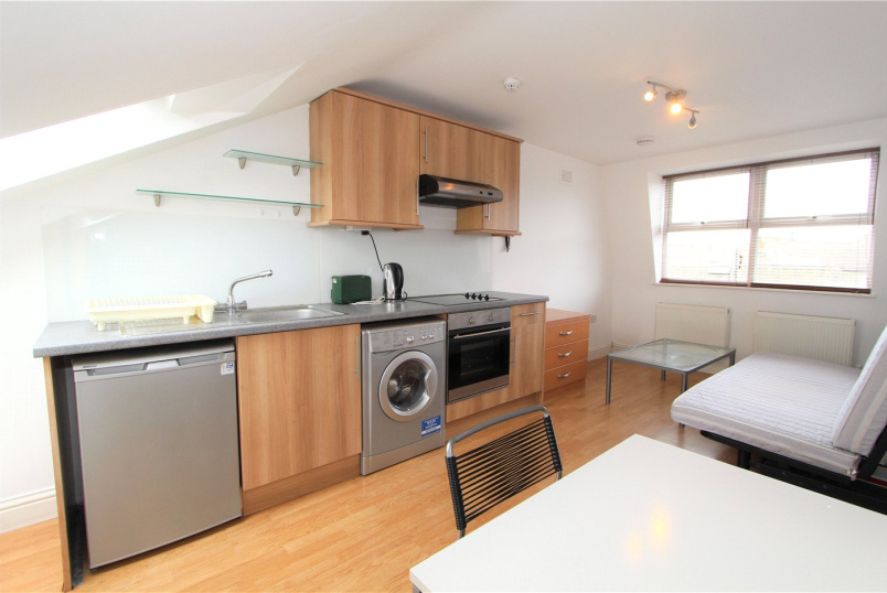 Flat/apartment to rent in Ealing & Acton - Willcott Road, Acton, W3