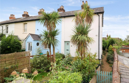 Characterful cottage close by to the high street & train stations