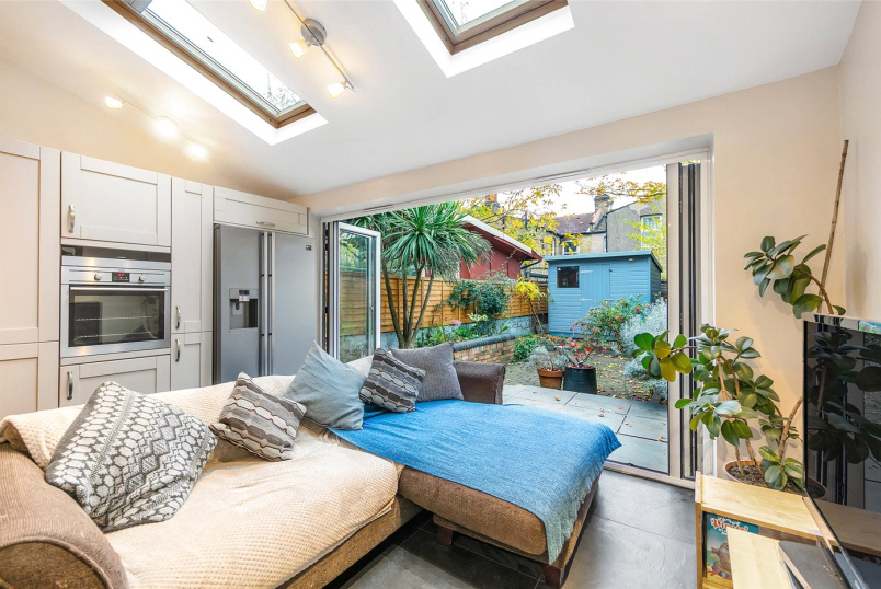House for sale in Tooting - Fairlight Road, London, SW17