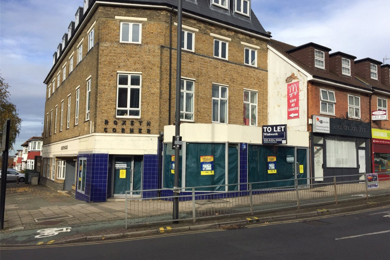 Retail property to rent in Kingsbury - Roxeth House, Northolt Road, South Harrow, HA2