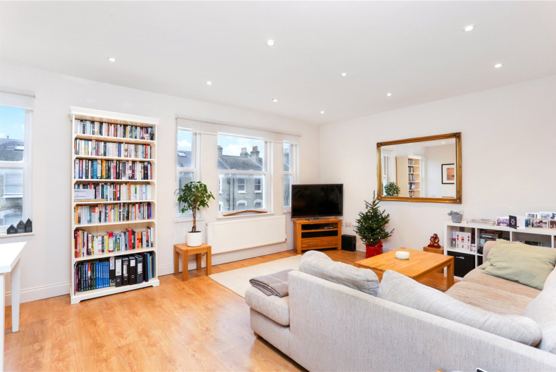 Flat/apartment for sale in Shepherds Bush & Acton - St Stephens Avenue, London, W12