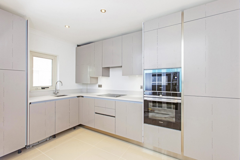 Flat to rent in St Johns Wood - LORDS VIEW, ST JOHN'S WOOD ROAD, NW8 7HG