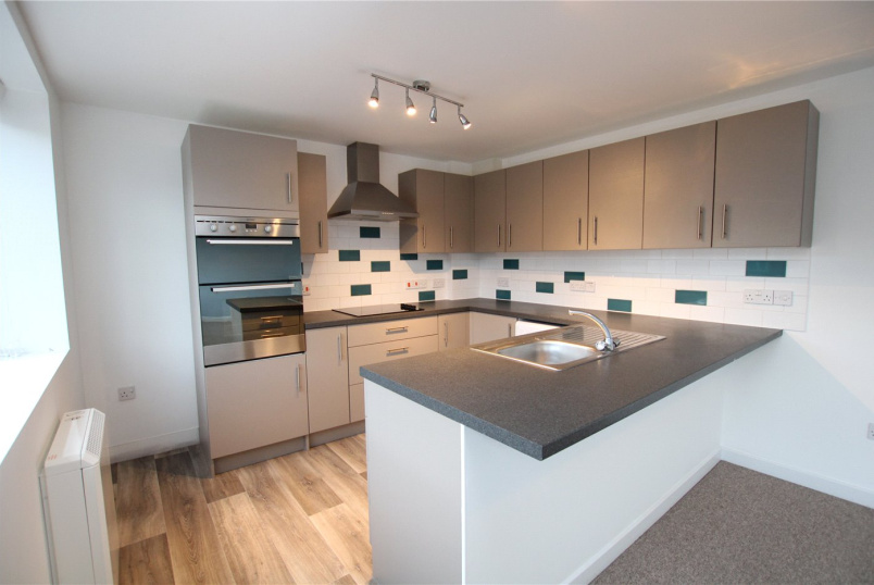 Flat/apartment to rent in Highcliffe - Lymington Road, Highcliffe, Christchurch, BH23