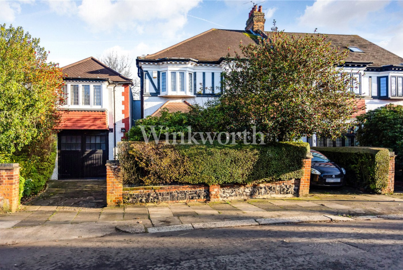 House for sale in Palmers Green - Fox Lane, London, N13