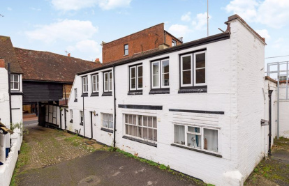 Share Of Freehold. Super First Floor Maisonette In Town Centre.