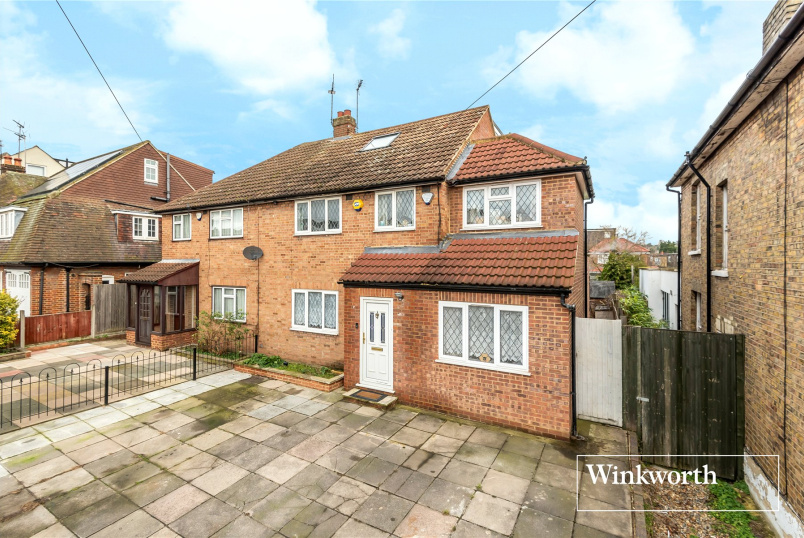 House for sale in Barnet - Brookhill Road, East Barnet, Herts, EN4