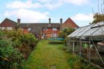 CHAIN FREE - Spacious 3 bed house, 0.9 miles from Haslemere Train Station & 160 yards from National Trust Land  1