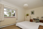 CHAIN FREE - Spacious 3 bed house, 0.9 miles from Haslemere Train Station & 160 yards from National Trust Land  11