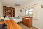 CHAIN FREE - Spacious 3 bed house, 0.9 miles from Haslemere Train Station & 160 yards from National Trust Land  13