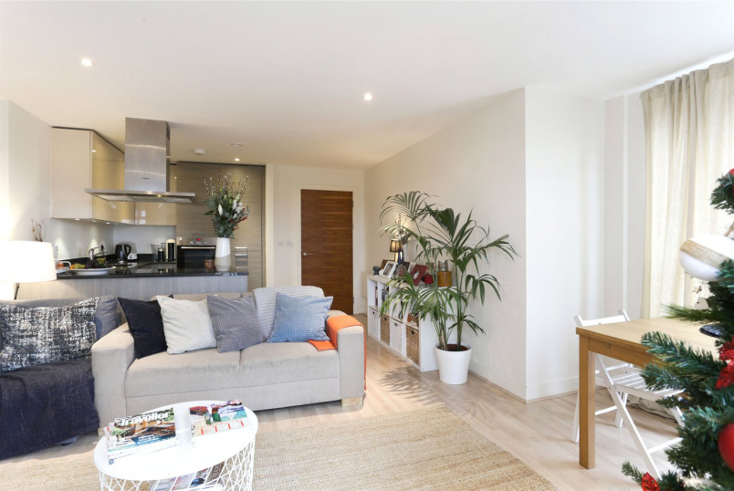 Flat/apartment to rent in Shepherds Bush & Acton - Napier House, Bromyard Avenue, Acton, W3