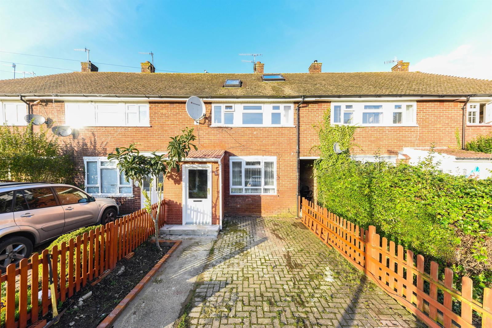 Bletchingley Close, Merstham, Surrey, RH1 3PL Image 1