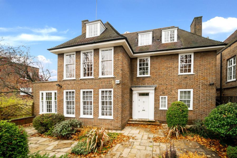 House - terraced for sale in St Johns Wood - SPRINGFIELD ROAD, LONDON, NW8 0QN