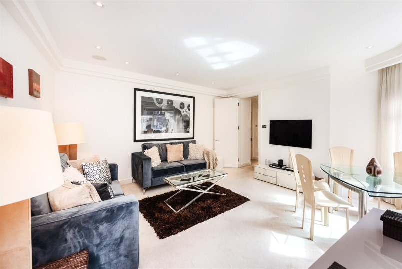 Flat/apartment to rent in Knightsbridge & Chelsea - Kingston House East, Prince's Gate, London, SW7