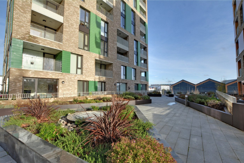 Flat/apartment for sale in Greenwich - Gooch House, 2 Telcon Way, Greenwich, SE10