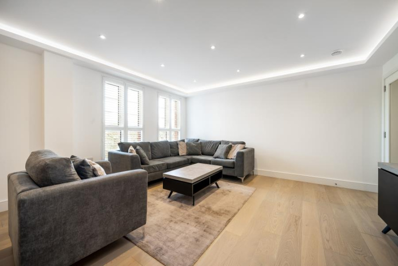 Flat to rent in St Johns Wood - GROVE END GARDENS, NW8 9LU