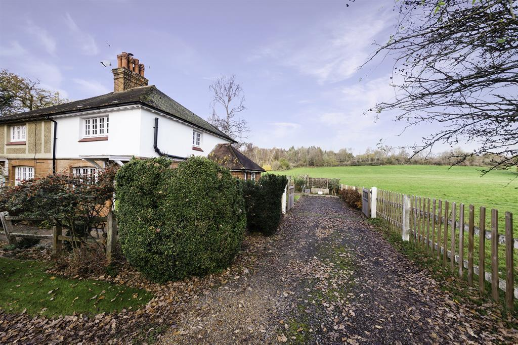 Colgate Barn Cottages, Coopers Hill Road, Nutfield, RH1 4HX Image 14