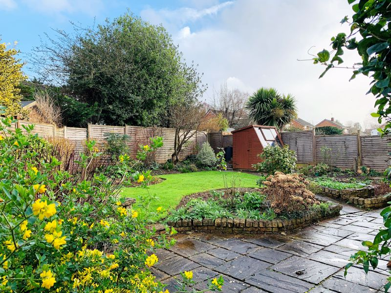 Superb detached bungalow with no onward chain in the Parkfield area of Taunton. Image 6