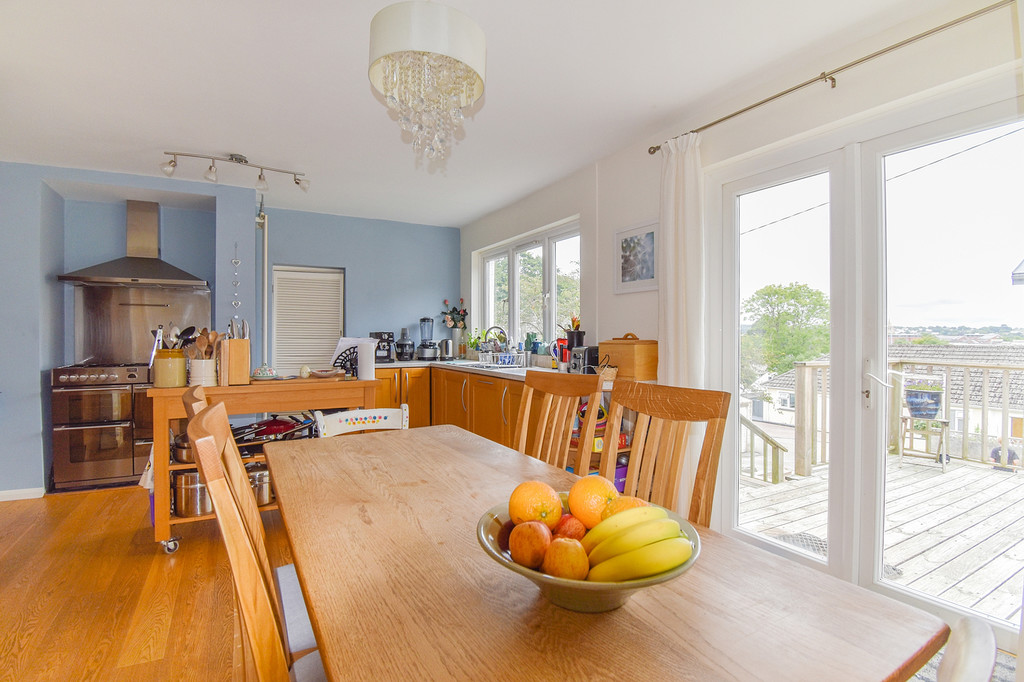 4 Bedroom Property For Sale In Dobbs Lane Truro Cornwall Offers In The Region Of 400 000